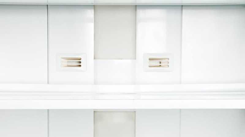 Parte de una cocina blanca